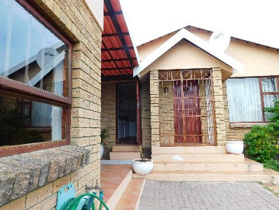 On Auction - 3 Bed House On Auction in Heiderand