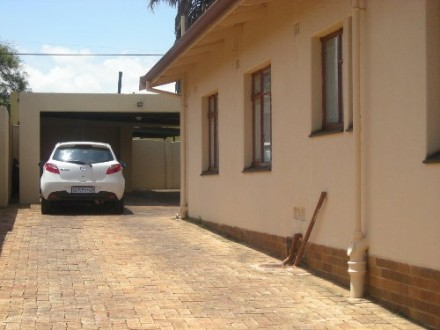 Sophiatown Property - This lovely family home is totally fenced, with an Electric access gate, security gates and burglar bars for total peace of mind. ...