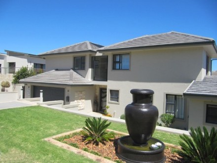 Plattekloof Property - Set within an exclusive Estate, this stunning 3 bedroom, 2 bathroom, home theater, generous 1 bedroom flat home offers abundant li...