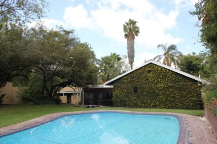 Sharonlea Property - With oodles of accommodation, this wonderful property affords the new owner the opportunity to work from home. It is ideal for the...