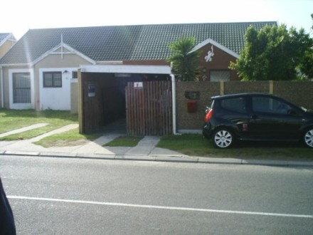 Summer Greens Property - This 3 Bedroom House has large rooms with B.I.C.Spacious Lounge.Kitchen with Bic (no stove) Bathroom sep Toilet Carport.Fitted Car...