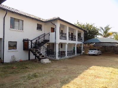 On Auction - 9 Bed House On Auction in The Reeds