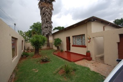 On Auction - 3 Bedroom, 2.5 Bathroom  Home On Auction in Roodepoort North, Roodepoort