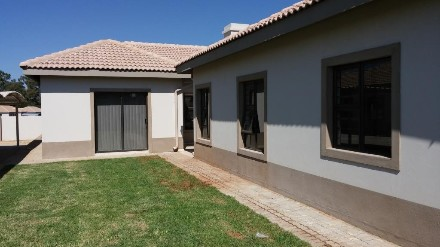 On Auction - 8 Bed House On Auction in Van Der Hoff Park