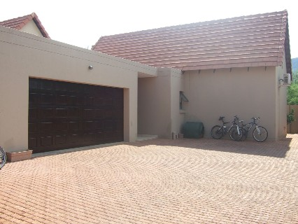 On Auction - 3 Bed House On Auction in Leloko Estate