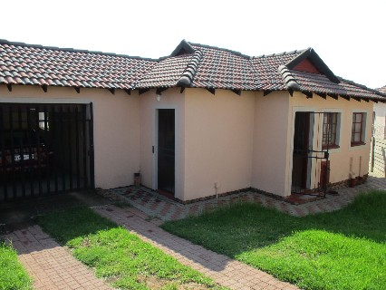 On Auction - 2 Bed Property On Auction in Olievenhoutbos