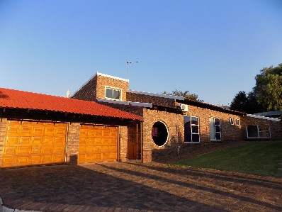 On Auction - 3 Bed House On Auction in Helderkruin