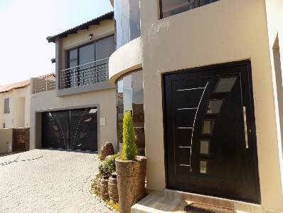 On Auction - 6 Bed House On Auction in Glen Marais