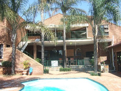 On Auction - 7 Bed Property On Auction in Waterkloof Glen