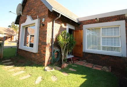 On Auction -  Property On Auction in Glen Marais