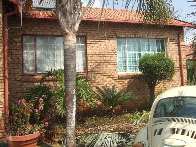 On Auction - 4 Bed Home On Auction in Rooihuiskraal North