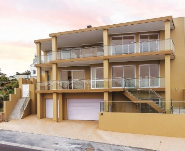 On Auction -  House On Auction in Bloubergstrand
