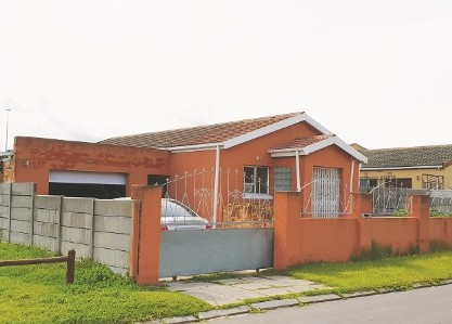 On Auction -  House On Auction in Matroosfontein
