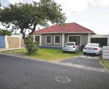 On Auction -  House On Auction in Rondebosch East