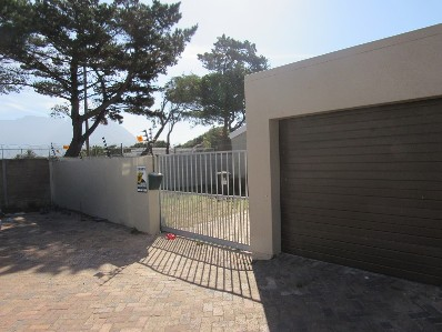 On Auction -  Home On Auction in Pinelands