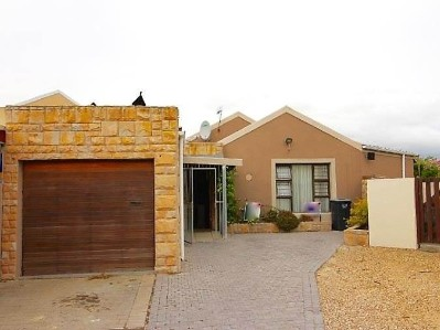 R 2,100,000 -  House For Sale in Bothasig