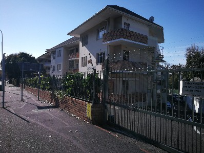 On Auction -  Flat On Auction in Rondebosch