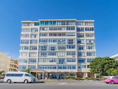 On Auction -  Flat On Auction in Mouille Point