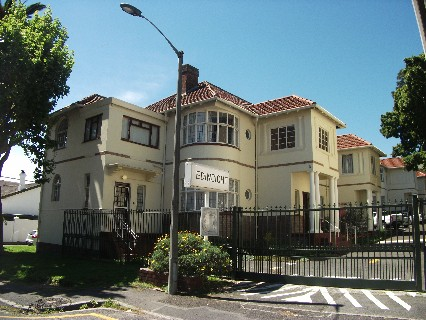 On Auction - 3 Bed Flat On Auction in Rondebosch