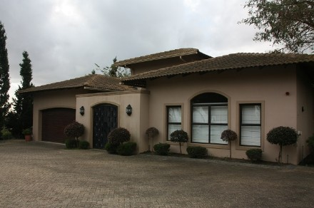 On Auction - 4 Bed Home On Auction in Zevenwacht