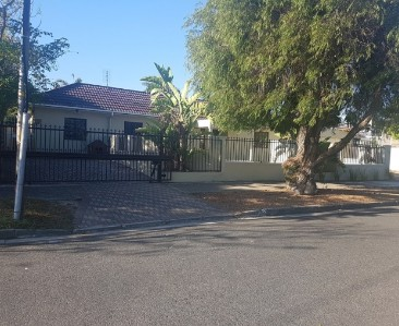 On Auction -  Property On Auction in Pinelands