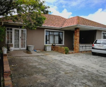 On Auction -  House On Auction in Retreat