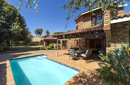 R 2,995,000 - 4 Bed House For Sale in Farrarmere