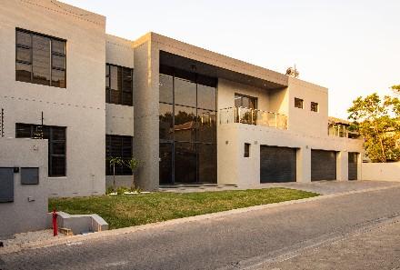 On Auction - 5 Bed Property On Auction in Hurlingham