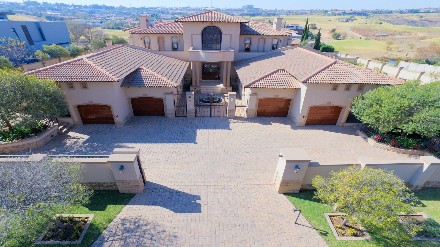 On Auction - 5 Bed Property On Auction in Eagle Canyon Golf Estate