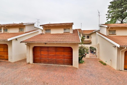 On Auction - 3 Bed Property On Auction in Illovo