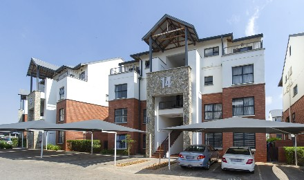 On Auction - 3 Bed Flat On Auction in Greenstone Hill