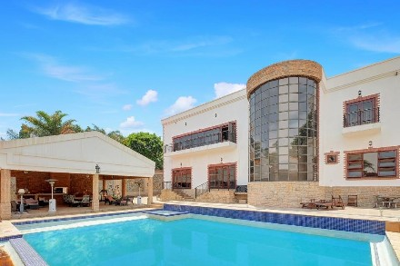 R 32,000,000 - 17 Bed House For Sale in River Club