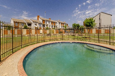 On Auction - 2 Bed Apartment On Auction in The Orchards