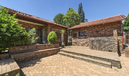 R 1,840,000 - 4 Bed Home For Sale in Edenglen