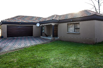 On Auction - 4 Bed House On Auction in Klippoortje Park