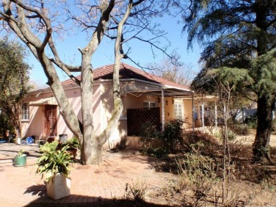 R 1,100,000 - 3 Bed Commercial Property For Sale in Parkhill Gardens