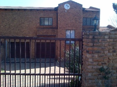 Illiondale Property - 3 Bedroom with BIC											