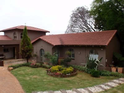 Bedfordview Property - 4 Bedroom with BIC                                           