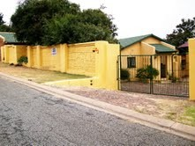 Mulbarton Property - Main House - 2 beds 1 bath  2 x carport											