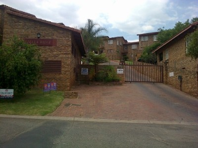 R 750,000 - 2 Bedroom, 1 Bathroom  Property For Sale in Ridgeway