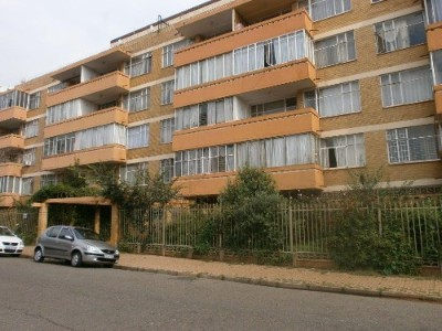 R 370,000 - 2.5 Bedroom, 1 Bathroom  Property For Sale in Berea, Johannesburg