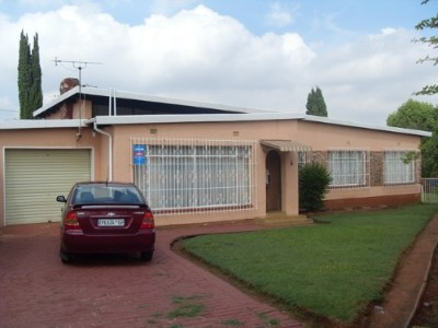 On Auction - 3 Bedroom, 2 Bathroom  Property On Auction in Albertsdal