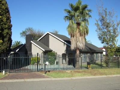 R 1,650,000 - 3 Bedroom, 2 Bathroom  Property For Sale in Farrarmere