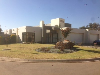 On Auction - 4 Bedroom, 5 Bathroom  Property On Auction in Silver Lakes