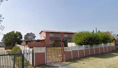 On Auction - 3 Bedroom, 1 Bathroom  Property On Auction in Johannesburg South