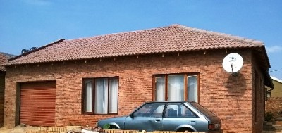 R 300,000 - 4 Bed House For Sale in Hospital View