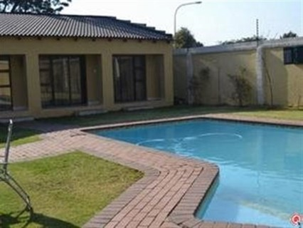R 1,750,000 - 10 Bed Property For Sale in Birchleigh North