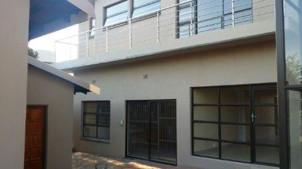 On Auction - 4 Bedroom, 3 Bathroom  House On Auction in Constantia Kloof