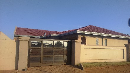 On Auction - 3 Bed Property On Auction in Vosloorus