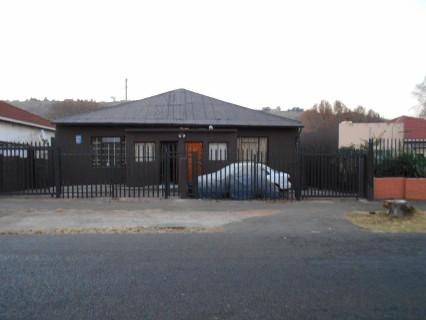 On Auction - 4 Bed Property On Auction in Bezuidenhout Valley